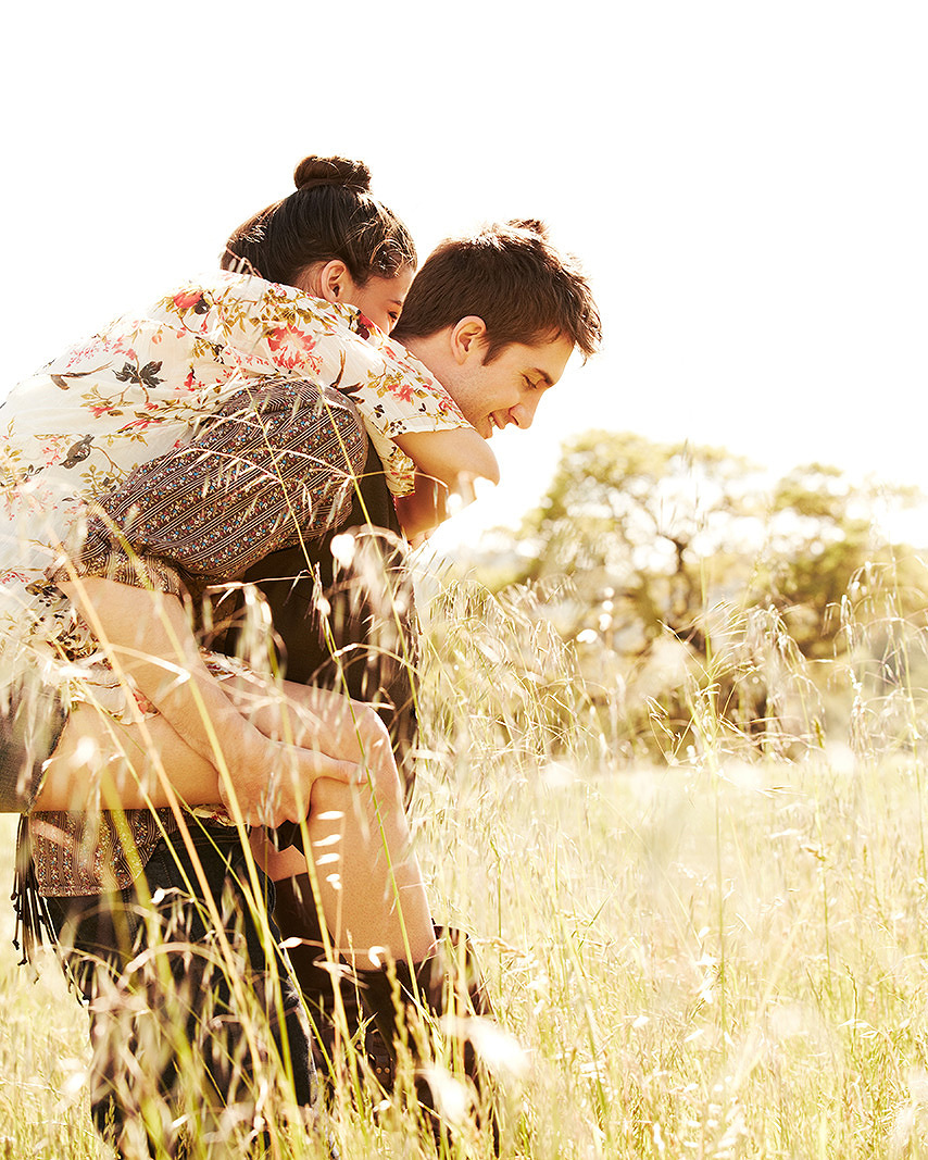 Loving couple in field  | Dovis Bird Agency Photography