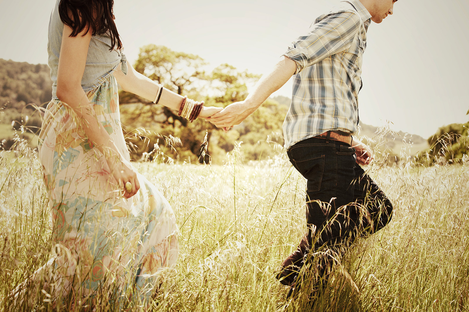 Couple in grassy field holding hands  | Dovis Bird Agency Photography