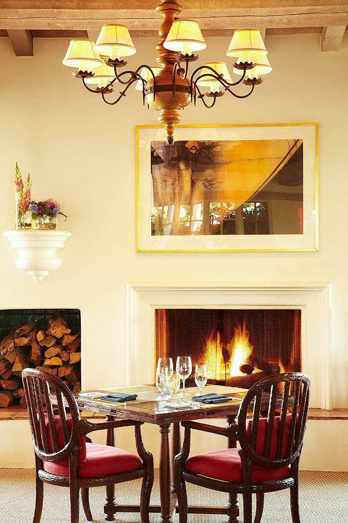 Fireside Dinner Table  | Dovis Bird Agency Photography