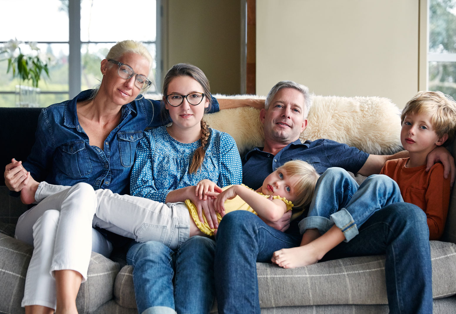 Family portrait on sofa  | Dovis Bird Agency Photography