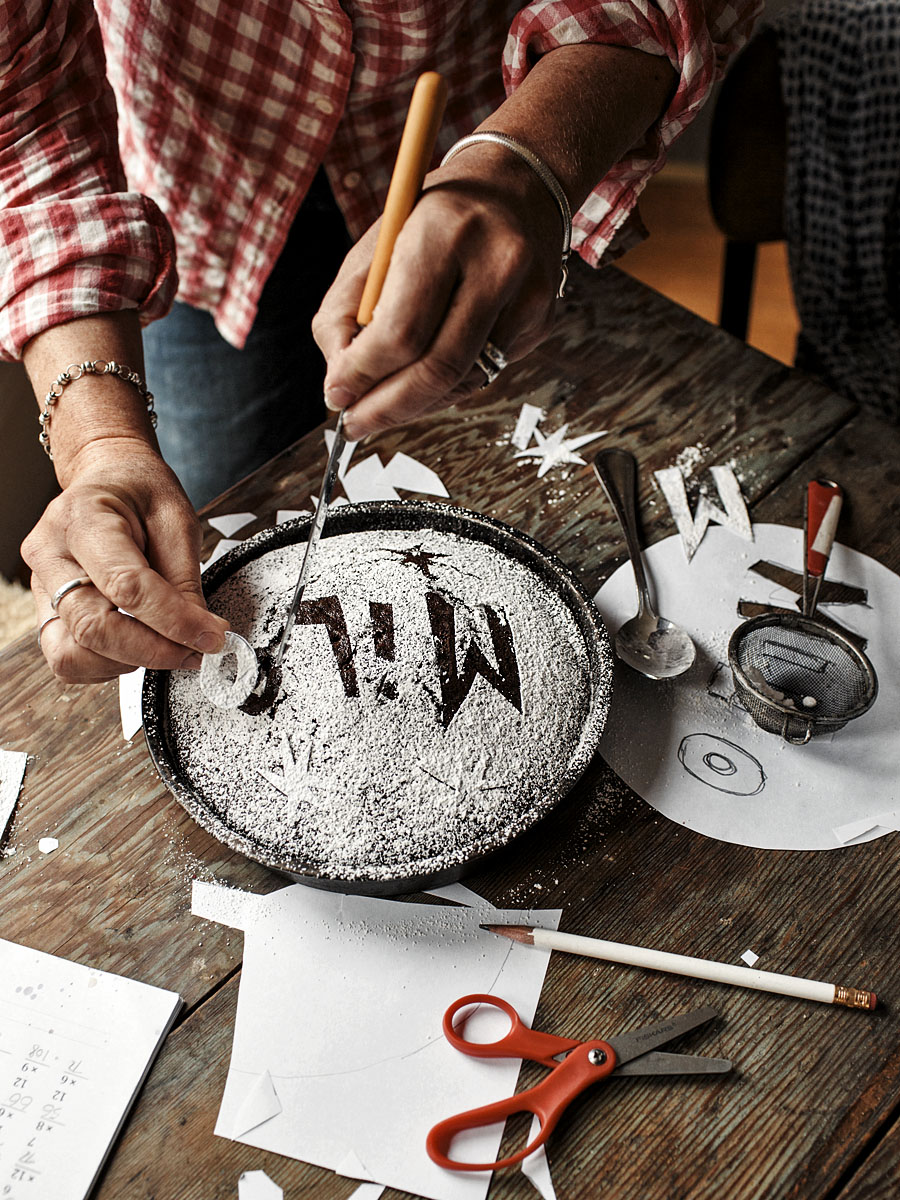 Decorating a Chocolate Cake | Dovis Bird Agency Photography