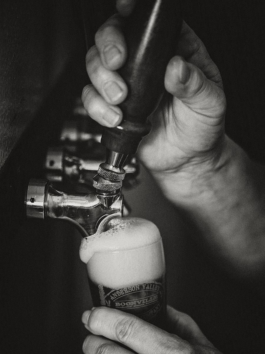 Pouring Beer from Tap | Dovis Bird Agency Photography
