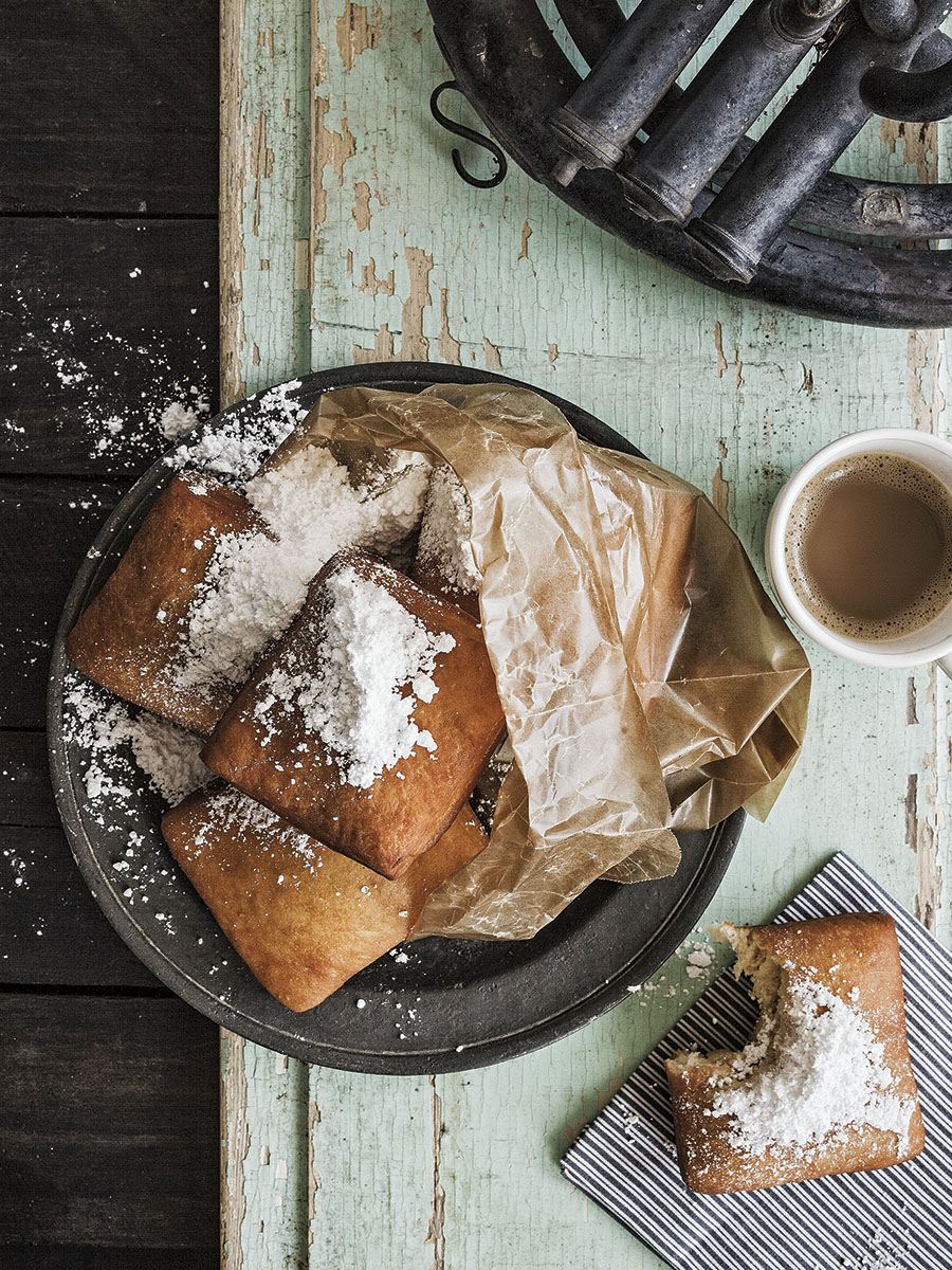 Beignet and Coffee | Dovis Bird Agency Photography