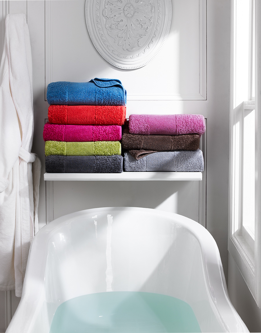 Bathroom tub + towels | Dovis Bird Agency