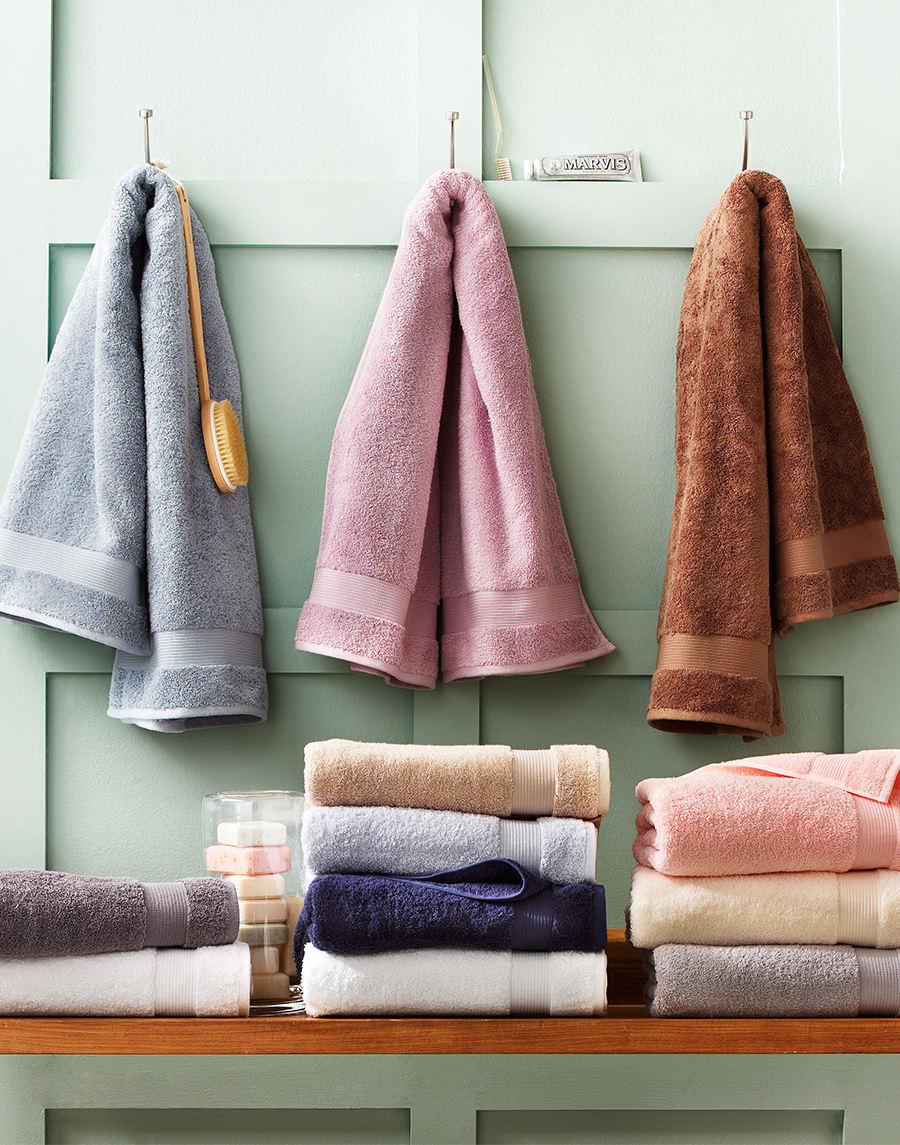 Bathroom towels hanging | Dovis Bird Agency
