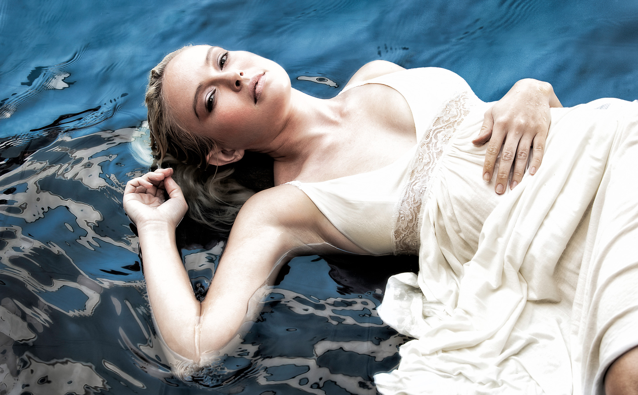 Fashion Model in Water | Dovis Bird Agency Photography