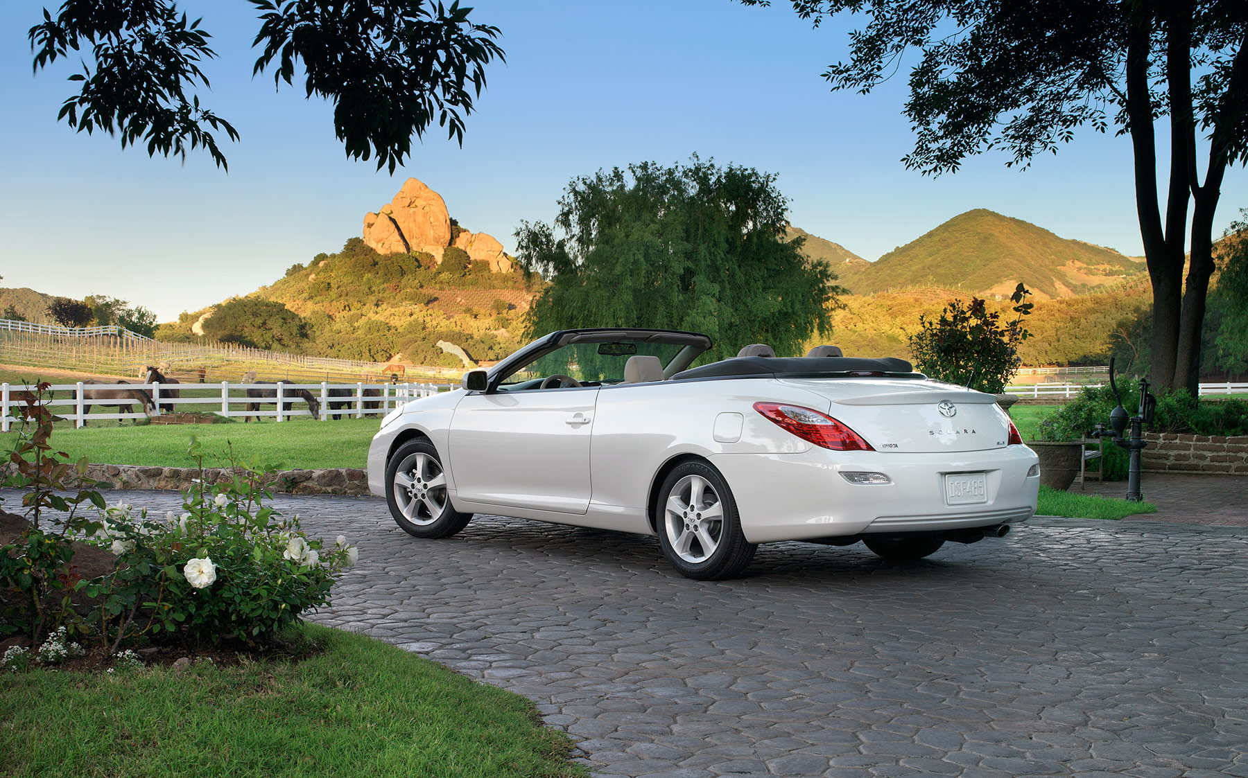 White Acura convertible car Automotive Photography | Dovis Bird Agency Reps