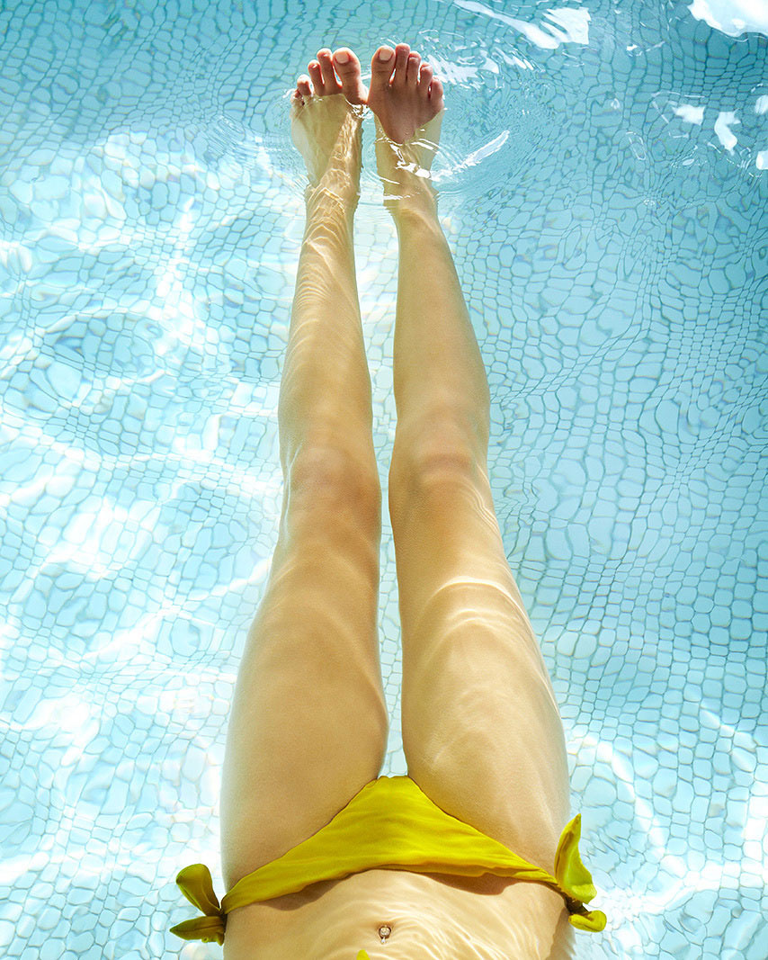 Woman in swimming pol relaxing  | Dovis Bird Agency Photography