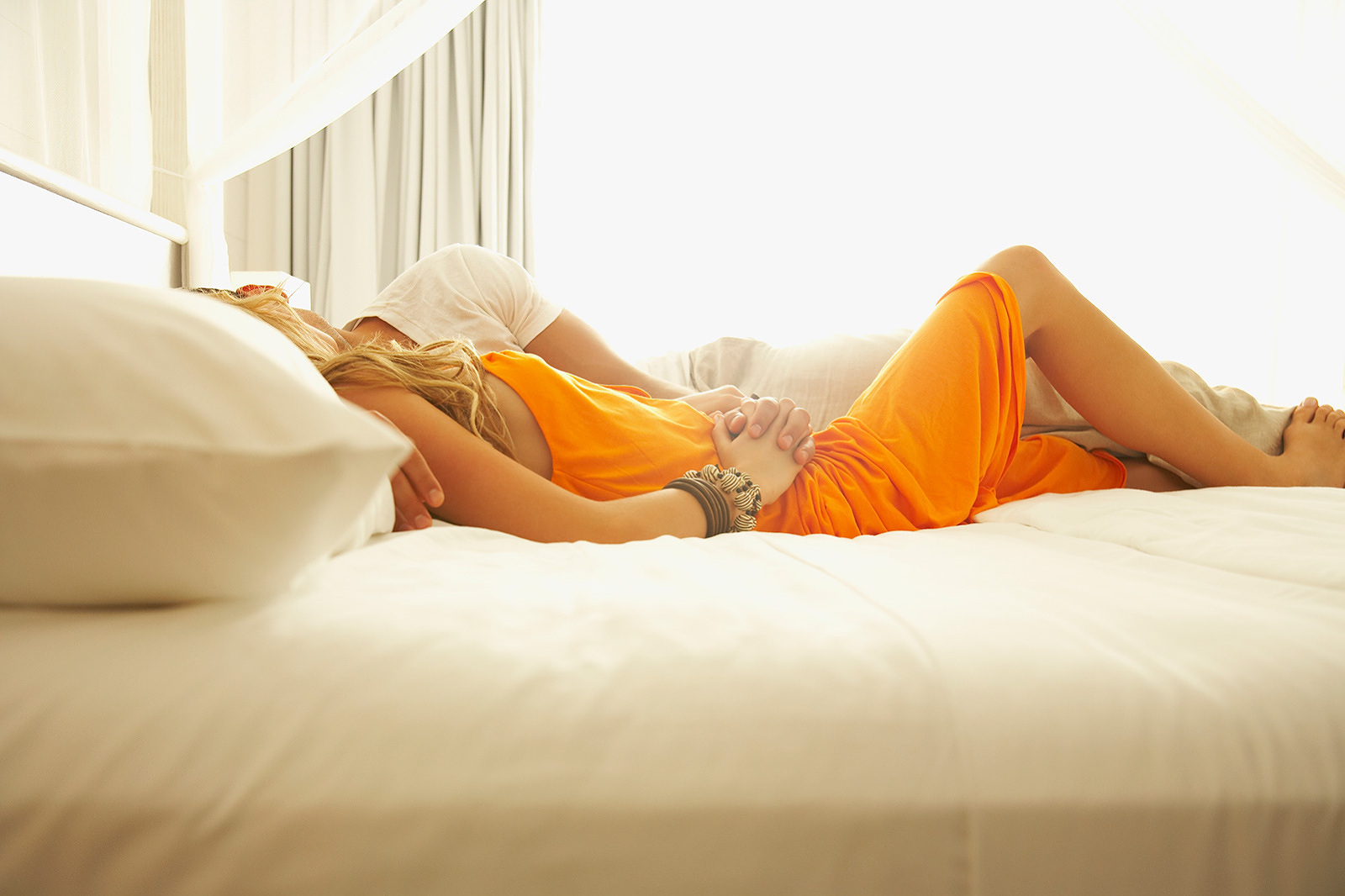 Young couple kissing in bed  | Dovis Bird Agency Photography