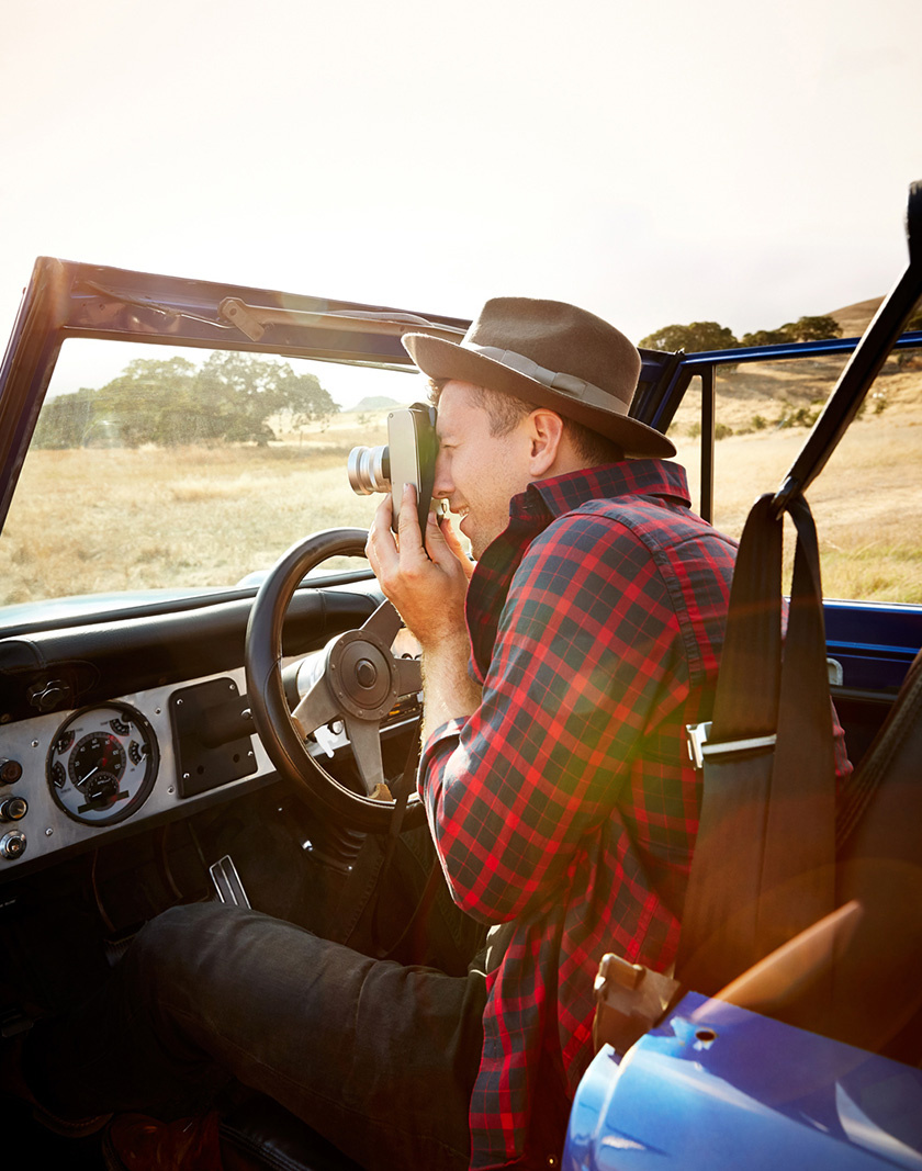 Man in Jeep taking pictures  | Dovis Bird Agency Photography
