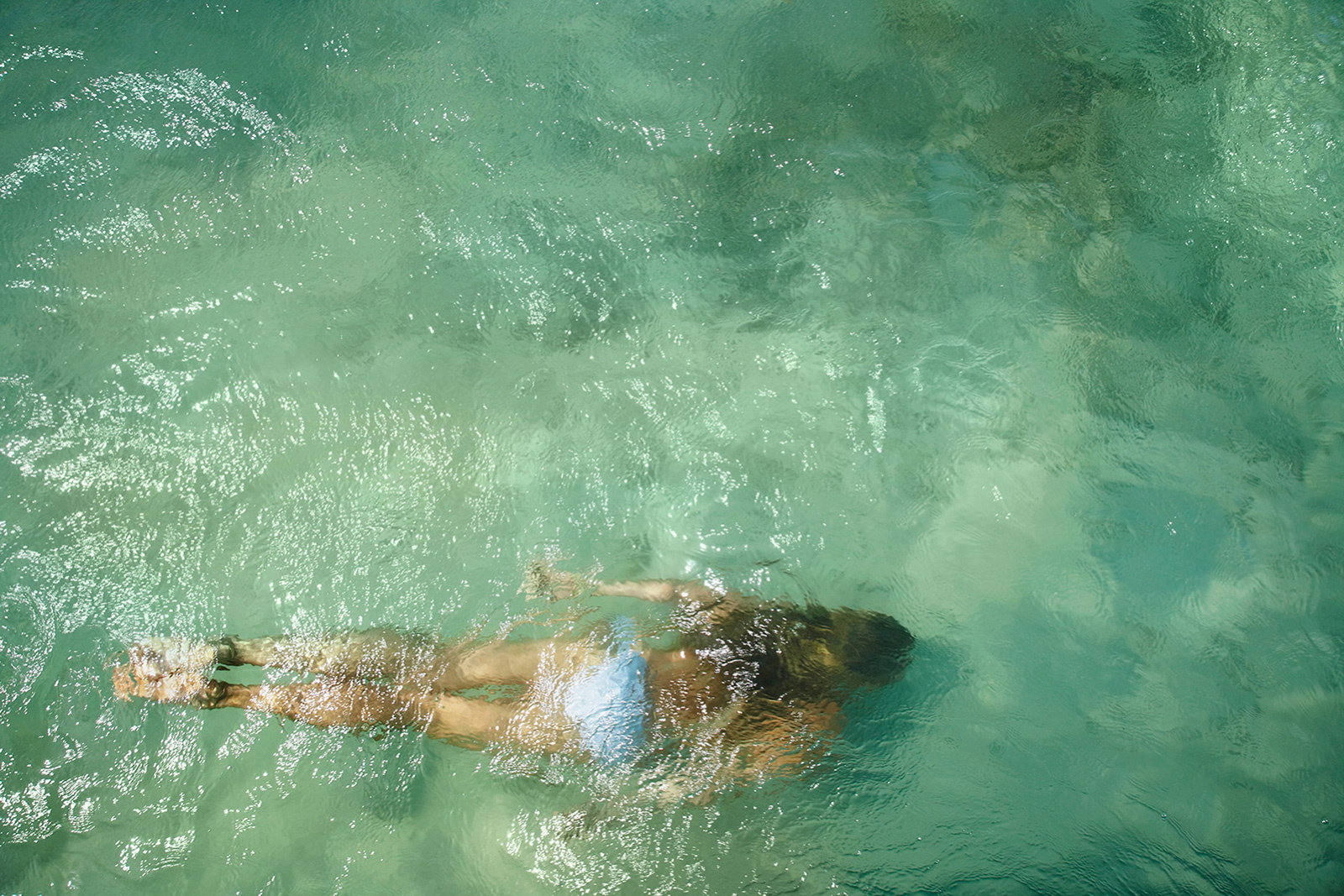 Woman swimming underwater  | Dovis Bird Agency Photography