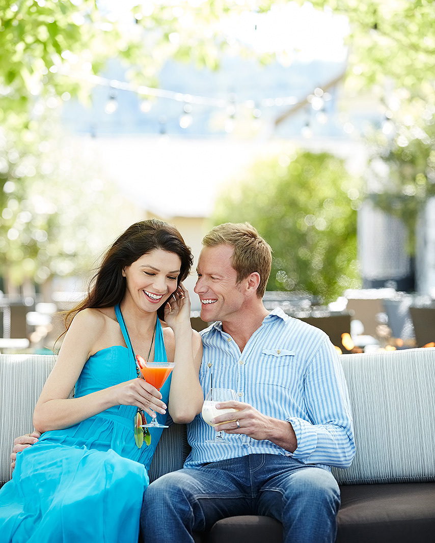 Couple having drinks at vacation resort  | Dovis Bird Agency Photography